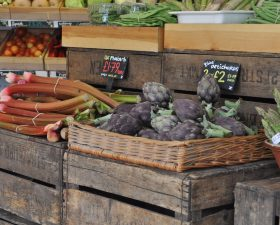 Seasonal and local guide: fruit and vegetables